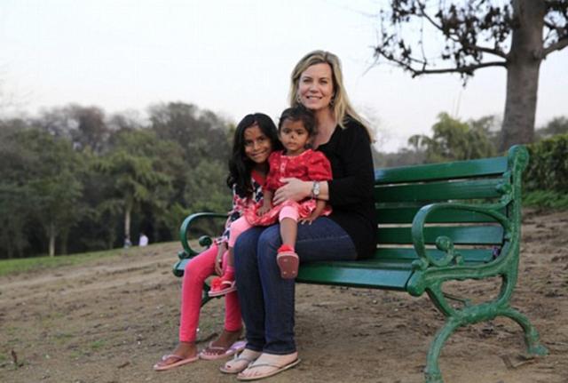 Кристен решила взять двоих детей и подарить им любовь.