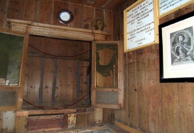 До сих пор, спальный шкаф, которым пользовался Петра I в Голландии можно увидеть в городе Заандаме.