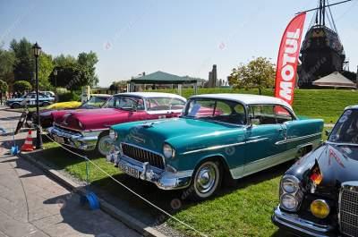 В Днепре открылась зрелищная выставка ретроавтомобилей. Фото