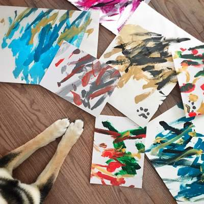 Собака нарисовала и продала картин на сумму 5000 долларов. Фото
