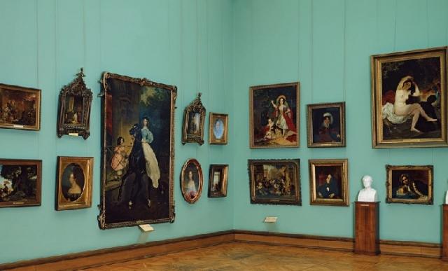 Залы Третьяковской галереи, хранящие секреты своих обитательниц.