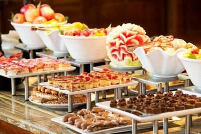 Работники отелей признались, что скрывается за изобилием «шведских столов». Фото