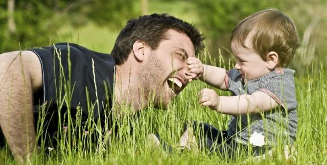 """Результат пошуку зображень за запитом """"Чувственные фотоснимки отцов, что не бояться остаться с ребенком - фото."""""""