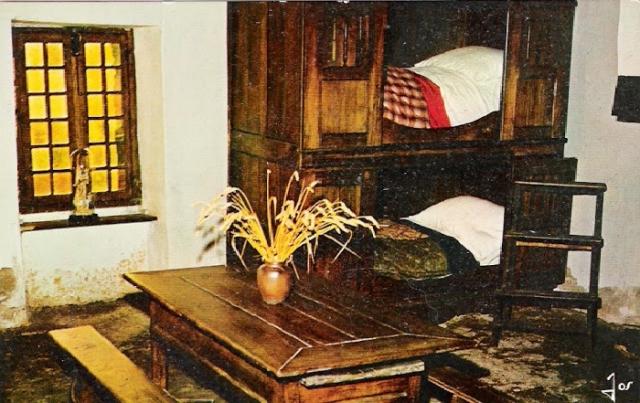 Бретонский шкаф-кровать для сна.