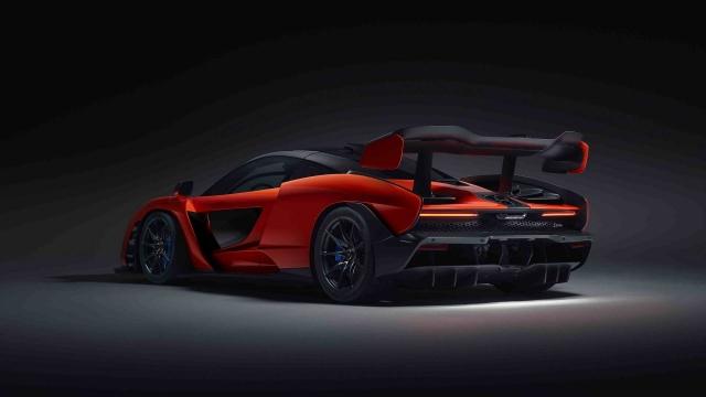Самый необычный гиперкар McLaren посвятили легендарному гонщику