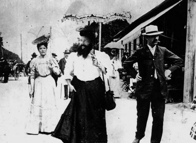 Бородатая женщина Клементина Делейт.