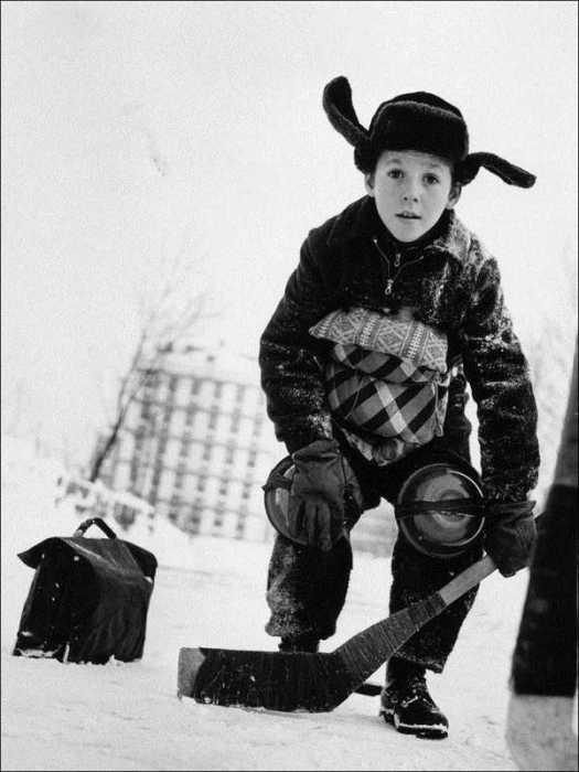 Хоккей - любимая игра советских детей.