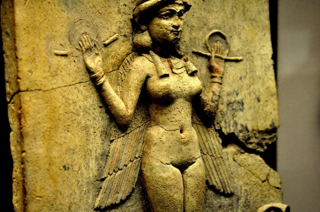 9 странных богов и богинь из разных религий