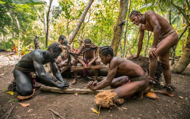 Так многие племена добывают огонь./Фото: www.motto.net.ua