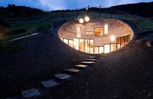 Дом внутри холма. 25 фото.