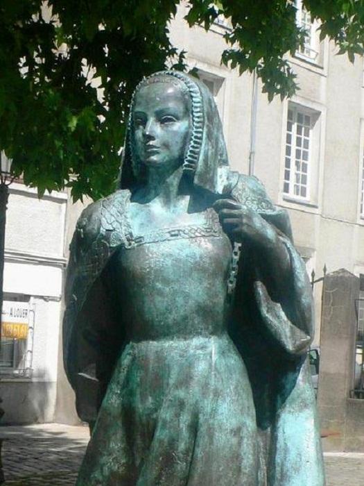 Памятник Анне Бретонской в Нанте