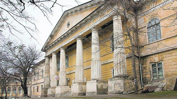 Самый впечатляющий корпус Одесской областной инфекционной больницы построили в стиле классицизма в самом начале XIX века