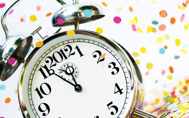 """Новогодняя картинка """"Конфетти и часы"""""""