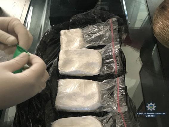 """Во Львове продавали наркотики под логотипом автомобильной компании """"TESLA"""": опубликованы фото (1)"""