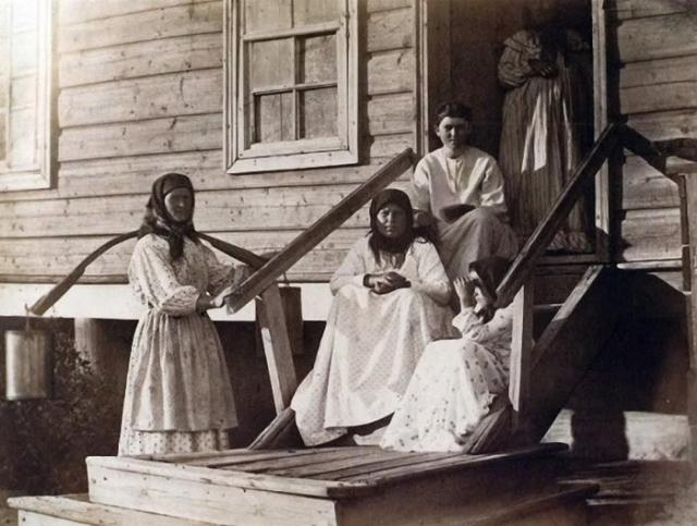Женская половина казачьей семьи./Фото: ribalych.ru