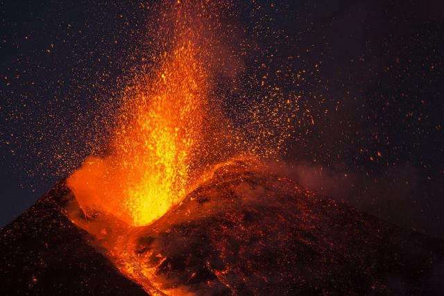 Извержение вулкана Этна в феврале 2017