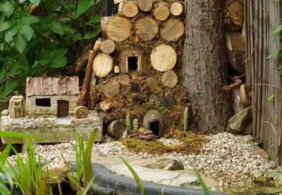 Фотограф создал домик для мышей, разбивших «лагерь» в его саду. Фото