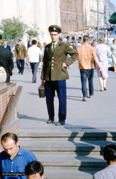 Старший лейтенант дорожных войск.