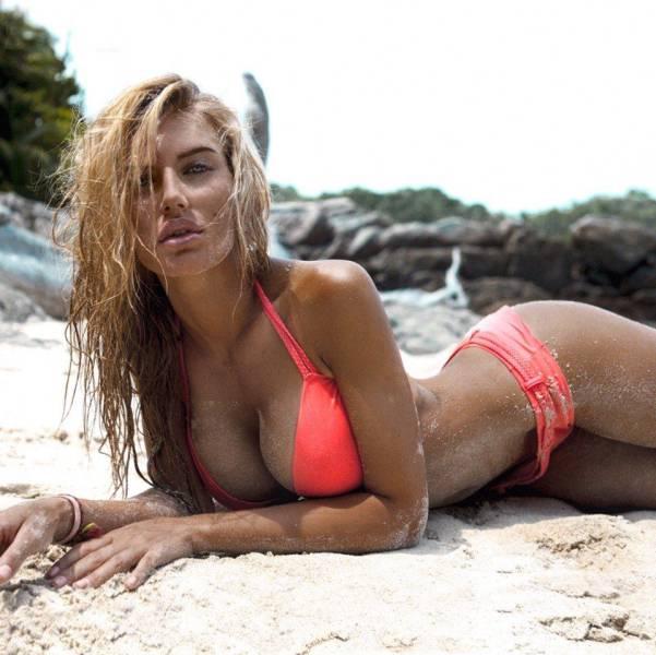 Горячие девушки с сексуальными формами на пляже (Фото)