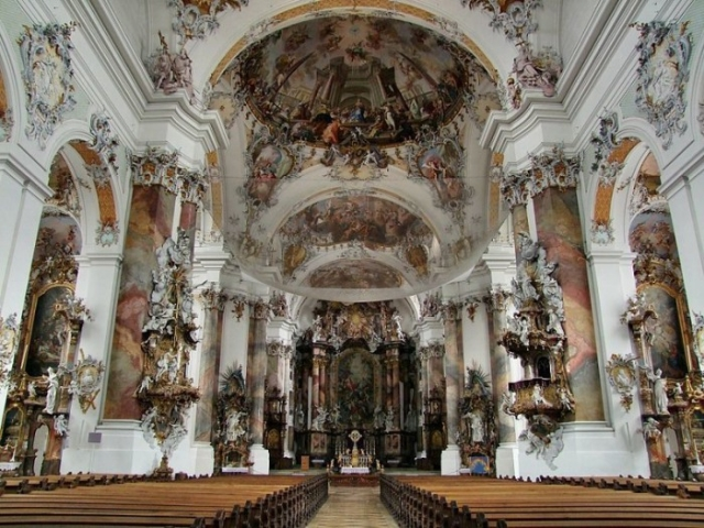 Интерьер базилики в баварском Оттобойрене. | Фото: en.wikipedia.org.