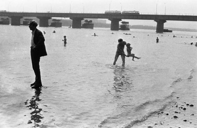 Городской пляж. СССР, Новокузнецк, 8 августа 1982 года.