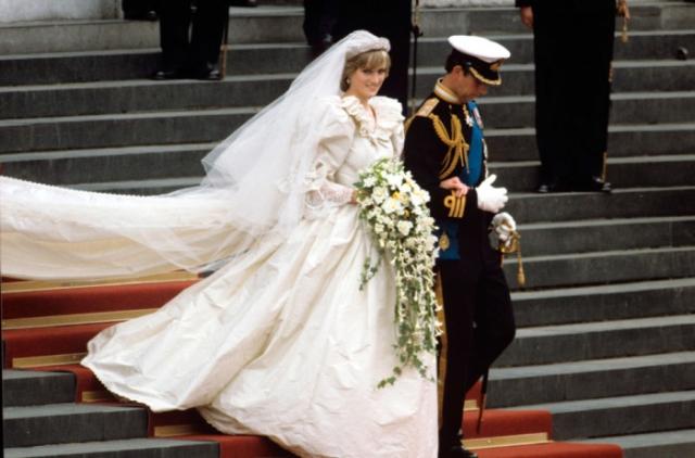 Подвенечное платье принцессы Дианы было выполнено в викторианском стиле. | Фото: colorface.ru.