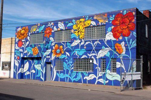 Талантливая художница превращает серые стены домов в цветущие сады (Фото)
