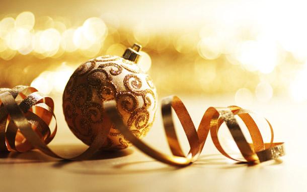 """Новогодняя картинка """"Золотая елочная игрушка"""""""