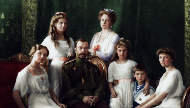 Семейный портрет императорской семьи в 1913 году.