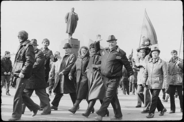 Праздничные демонстрации были важным и довольно позитивным событием в жизни трудящихся.