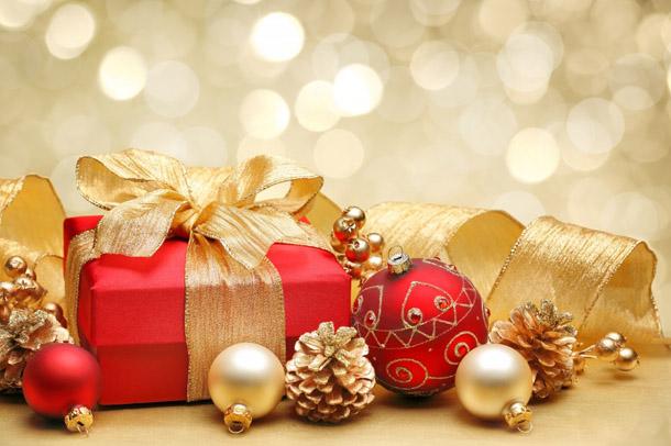 """Новогодняя картинка """"Подарок в красной обертке"""""""