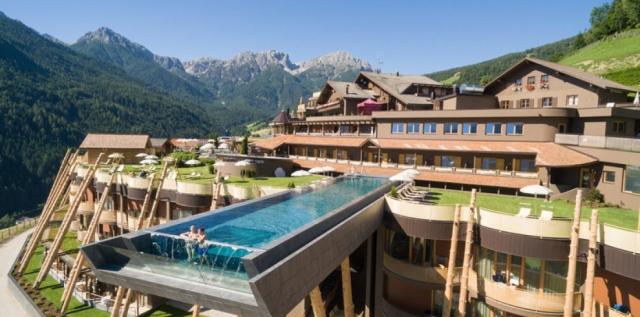 Итальянский отель Hotel Hubertus и его главная достопримечательность