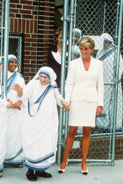 Принцесса Диана и Мать Тереза. | Фото: ofigenno.com.