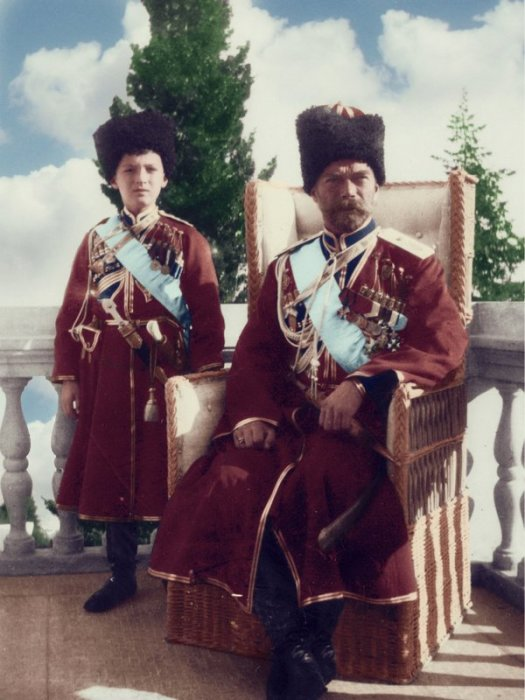 Николай II с цесаревичем Алексеем в Ливадийском дворце.