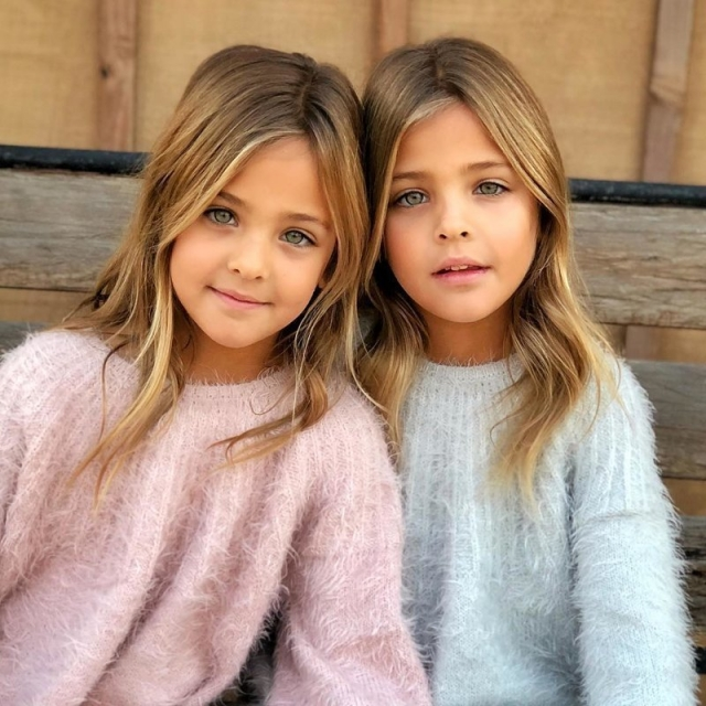 Фото: Девочки-близняшки из США стали моделями в 7 лет благодаря маме (Фото)