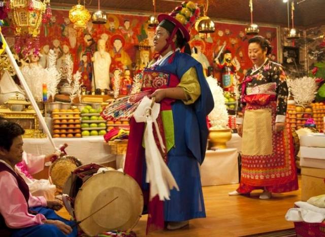 Шаманский ритуал в Южной Корее./Фото: i3.asn.im