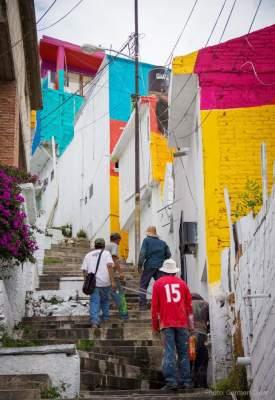 Уличные художники раскрасили в Мексике целый город. Фото