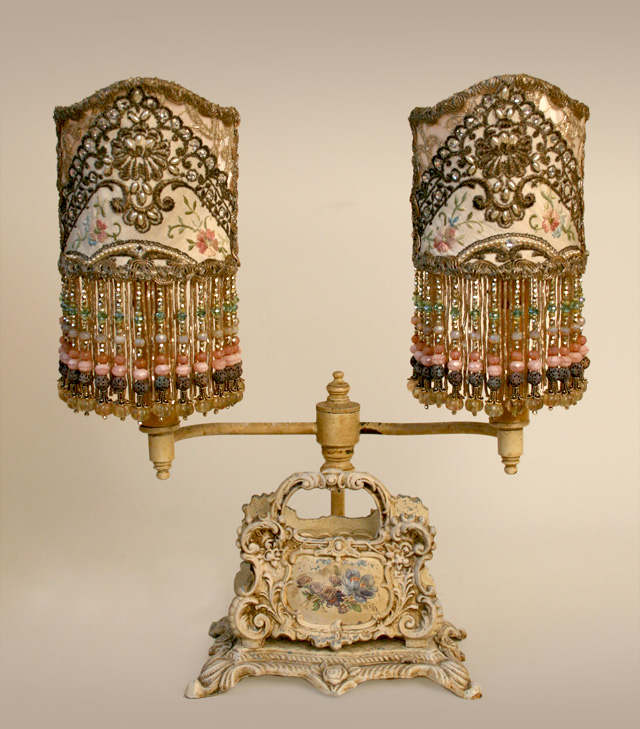 Викторианский абажур с аппликациями ирис