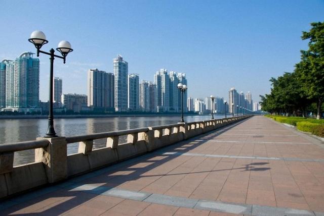 Самый большой город Китая занимает 2-ю позицию в рейтинге – его население составляет 25,8 миллиона человек.