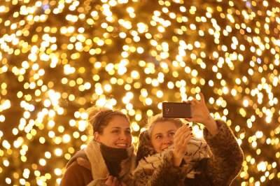 Как преображаются к Новому году разные города планеты. Фото